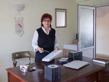Nuşa Popescu sends parcels all over Europe